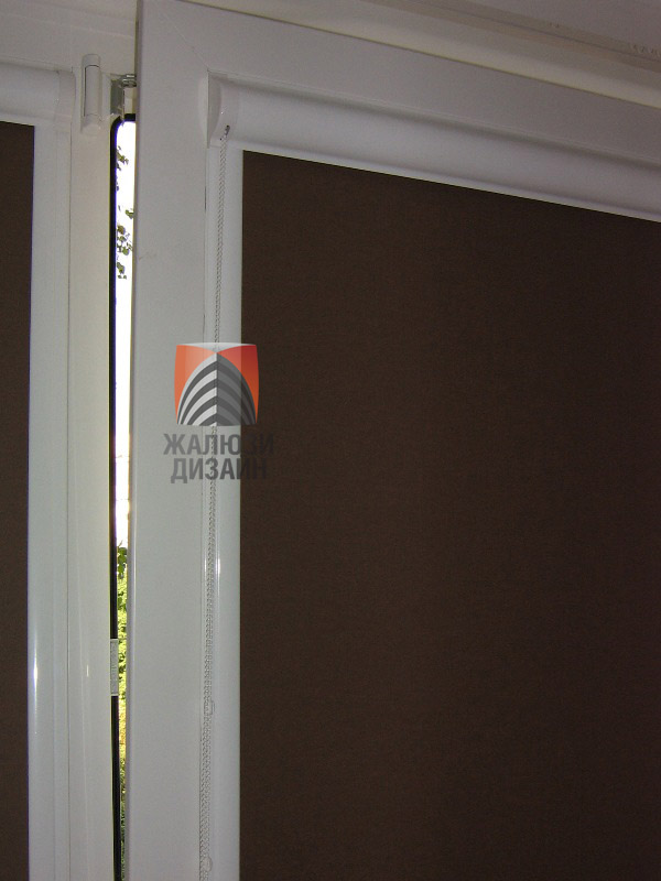 Коробовая система рулонных штор для пластиковых окон
