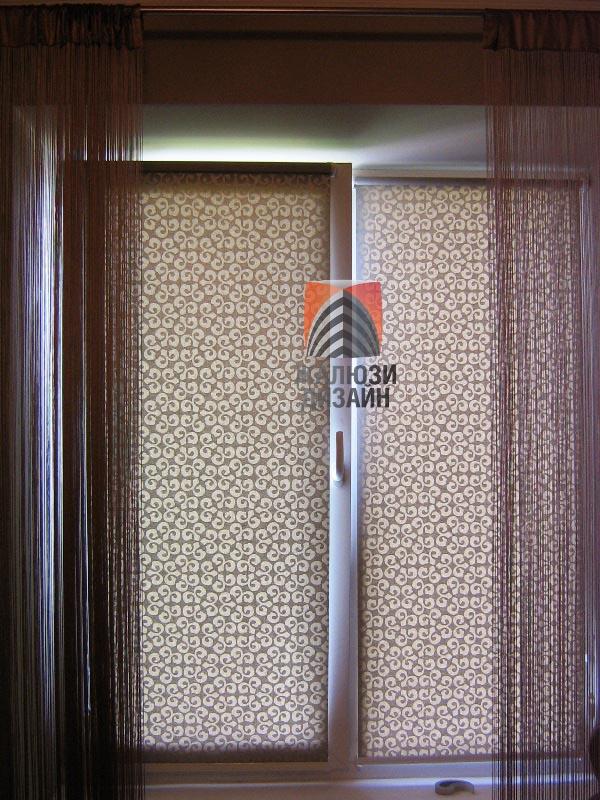 Рулонные шторы установлены на каждую створку окна отдельно