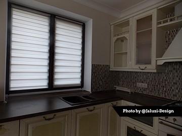 Тканевые ролеты делайт на кухне в закрытом состоянии