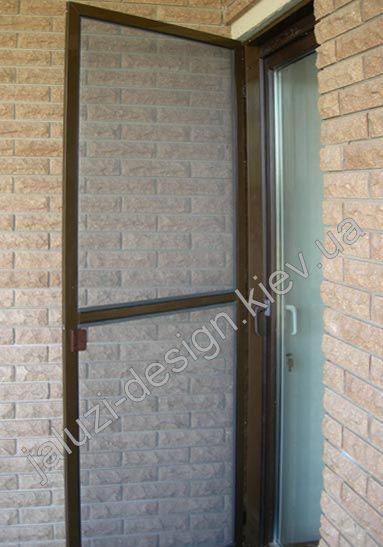 Пример дверной антимоскитной сетки коричневого цвета