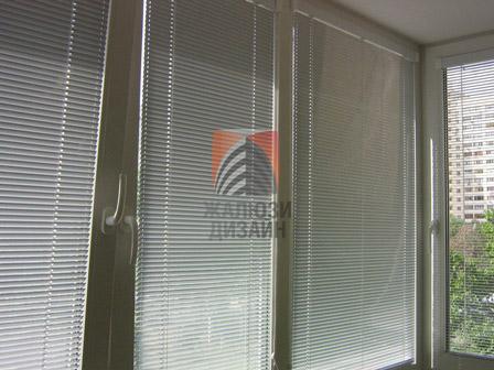 Горизонтальные алюминиевые жалюзи на балкон