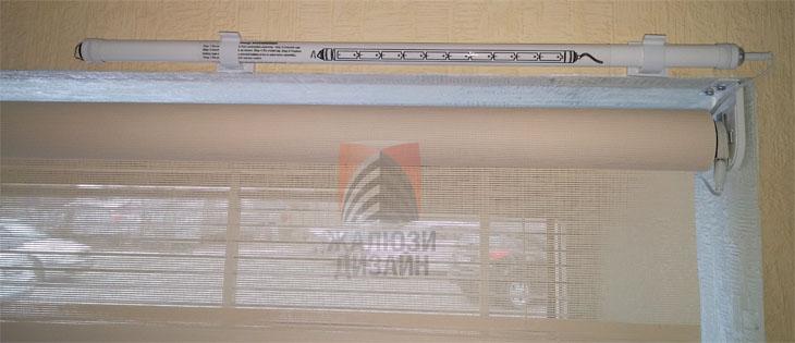 Рулонная штора с двигателем Roll Up , блоком для аккумуляторов и солнечной панелью